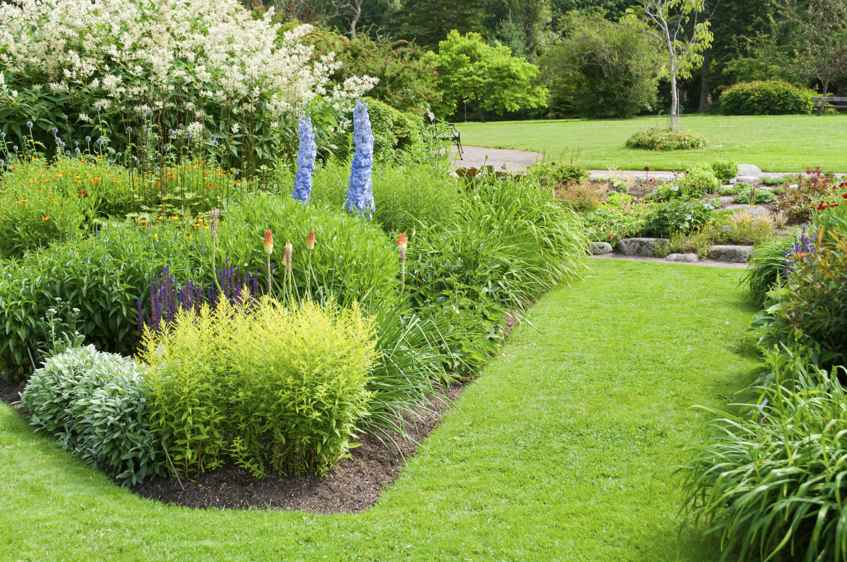 Landscaping and yard services sitka landscaping nanaimo for Garden landscaping services